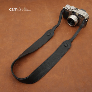 Adjustable camera strap in rich leather, black, CAM2111